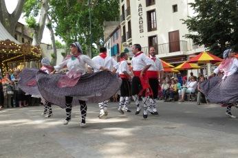 Danse du pays pendant la fête de la cerise